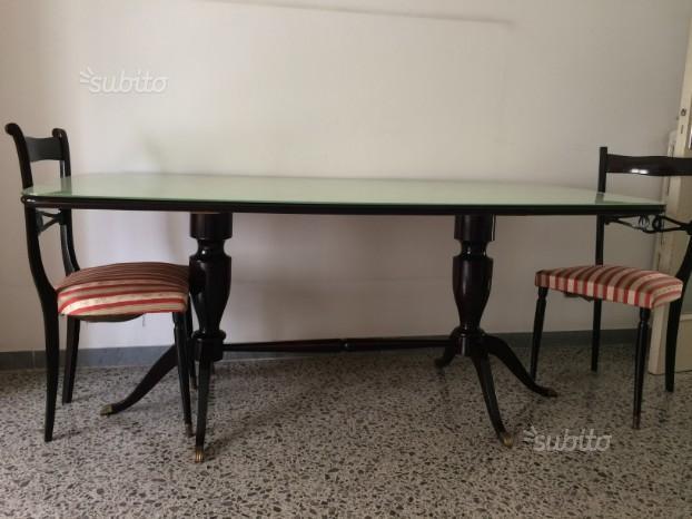 Tavolo con sedie laccato con cristallo, mobile bas
