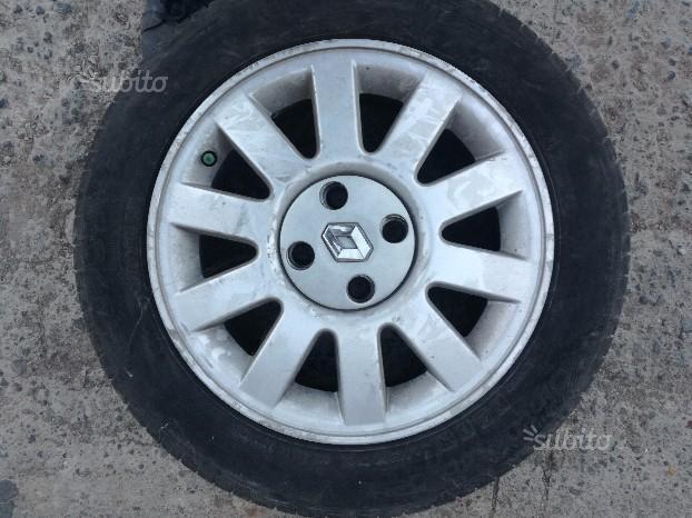 Cerchi in lega renault R15 con gomme pirelli