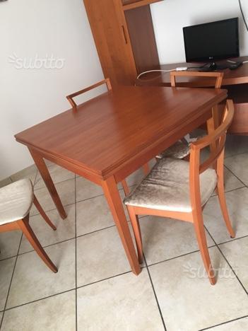 Tavola in legno allungabile e 6 sedie