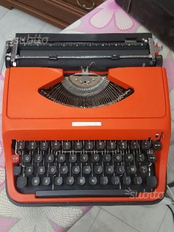 Macchina da scrivere rossa