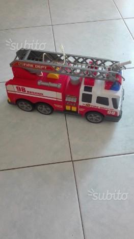Camion vigili del fuoco spruzza