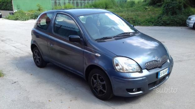 Toyota yaris anno 2004 modello full optional