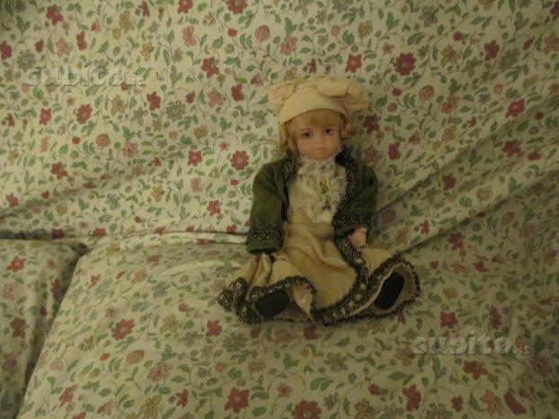 Bambola sopramobile