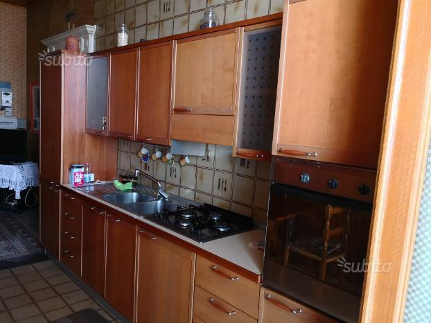 Cucina in legno 4,2 Mt con elettrodomestici