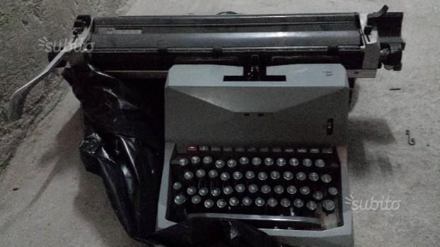 Macchina per scrivere Olivetti