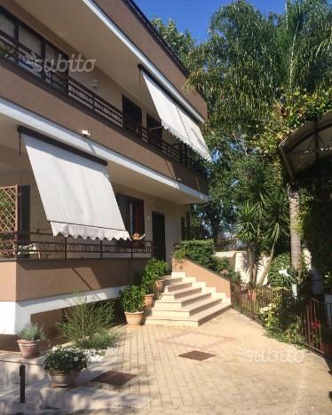 Villa prestigiosa su tre livelli con giardino