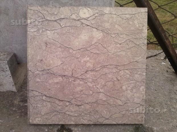 Pavimento in marmo Chiampo rosa