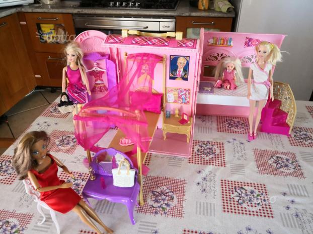 Casa a valigetta di barbie
