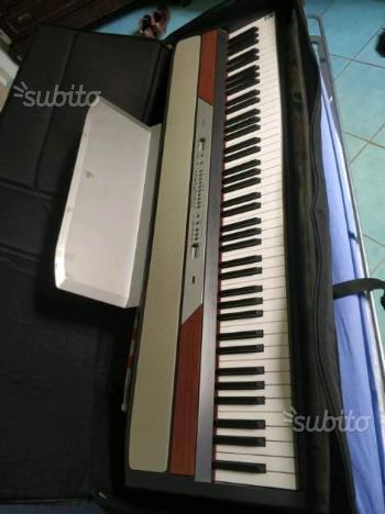 Piano, pianoforte Korg SP-250. Supporto e pedale