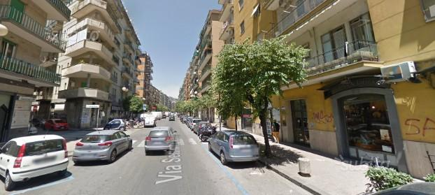 Salerno-via Mobilio- Ampio locale commerciale