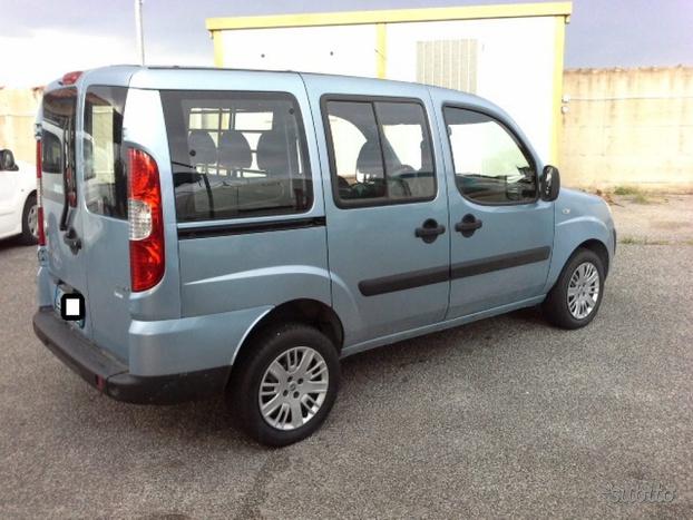 FIAT DOBLO 105 cv MJT  Vetrato con 5 posti