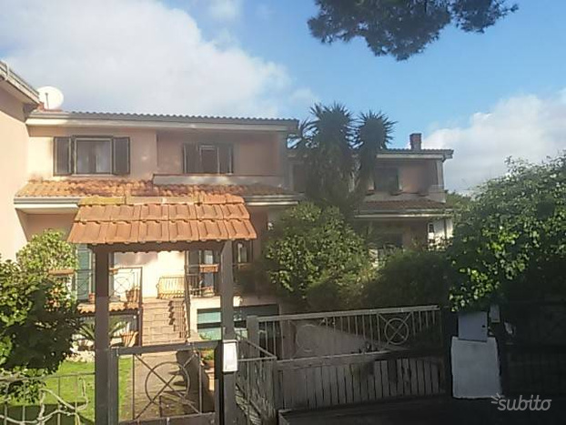 Villa a Schiera a Giugliano in Campania, 4 locali