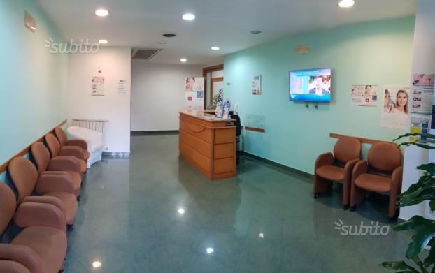 Camera/stanza attrezzata in elegante studio medico