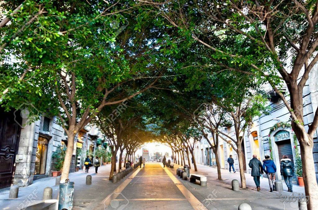 Napoli bilocale ristrutturato Via Chiaia