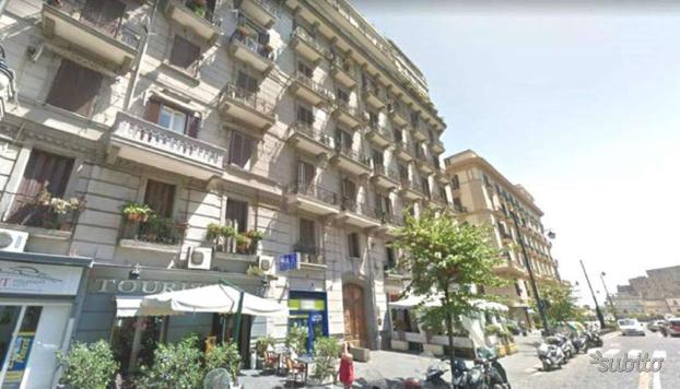 Appartamento a Napoli, via SANTA LUCIA, 3 locali