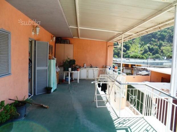 Agnano:Villa mq.145 su 2 liv.-2 ingr.+terrazzo