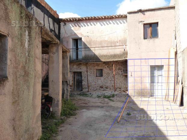 Vecchia casa da ristrutturare
