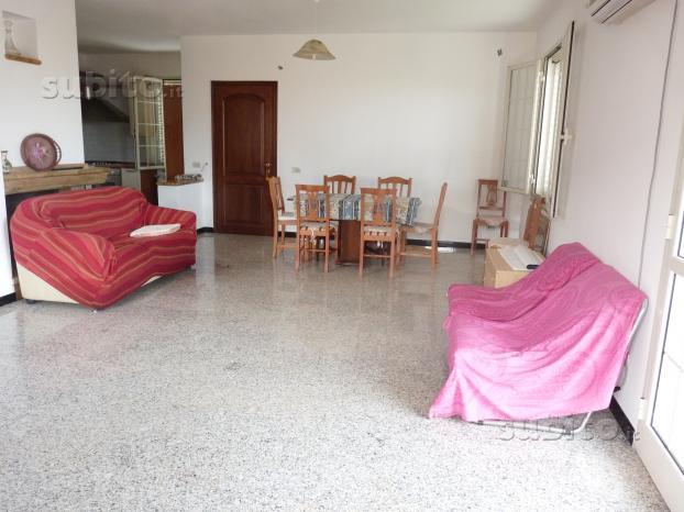 Appartamento con 4 camere da letto 2 bagni e cucin