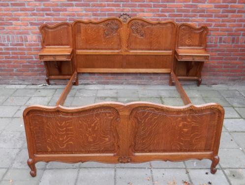 JB3850) Brocant Barok bed & nachtkastjes met Queen Ann poot