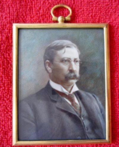1917 = gesigneerd portret-miniatuur = man met snor en bril =
