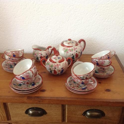 gaaf antiek Chinees theeservies met 12 kop en schotels