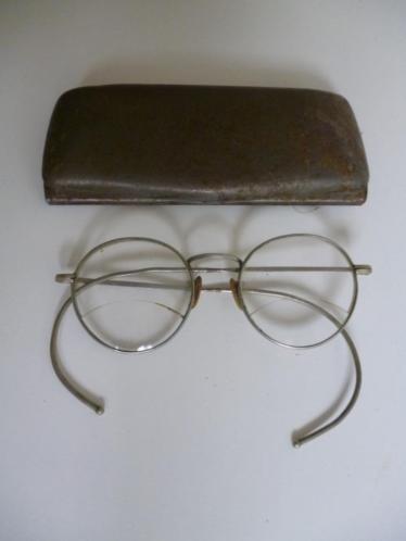 Antiek brocante brilletje in origineel metalen hoesje