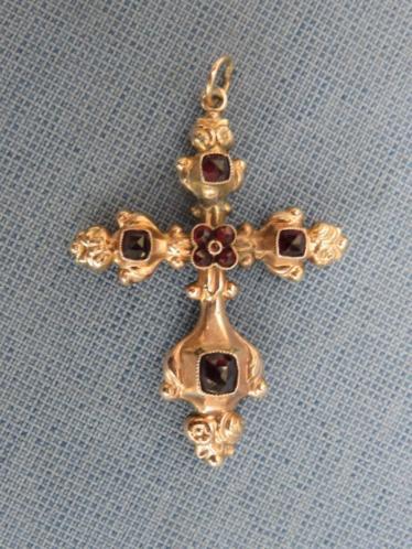 Antiek verguld kruisje met granaat steen inleg 19e eeuw