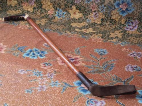 Mooie antieke zweep uit Engeland van hout, leder en gewei,