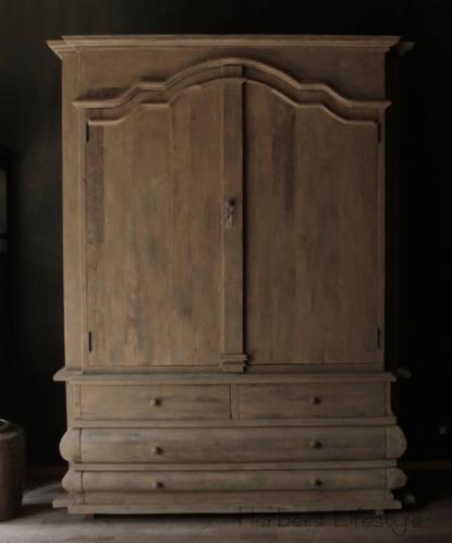 Stoer zwaar houten buikkast