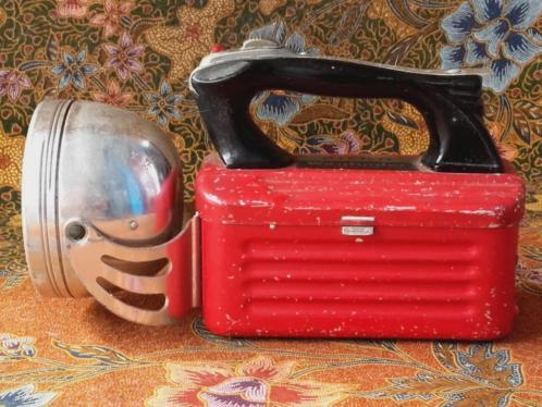 Mooie werkende oude vintage zaklamp van Pifco uit Engeland.