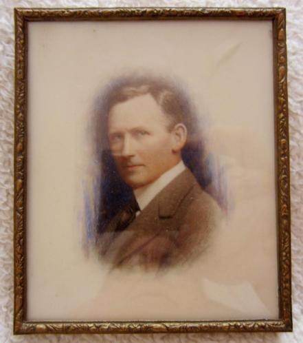 ca 1920 = portret miniatuur = portret van een man = ca 1920