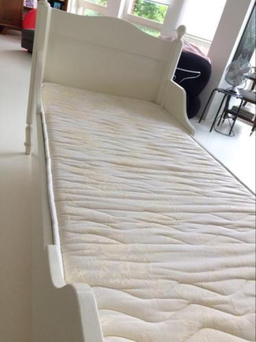 Bed brocante houten ledikant / antiek boeren knopen ledikant