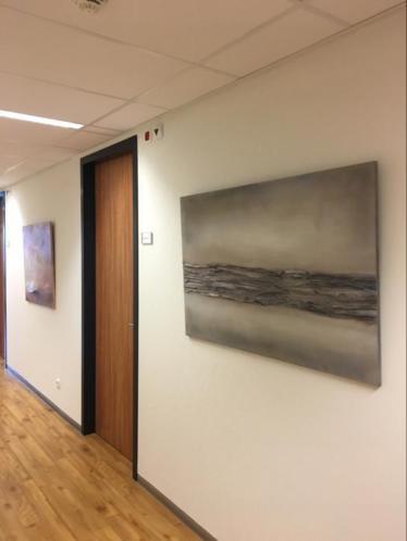 Te huur modern schilderwerk kantoor