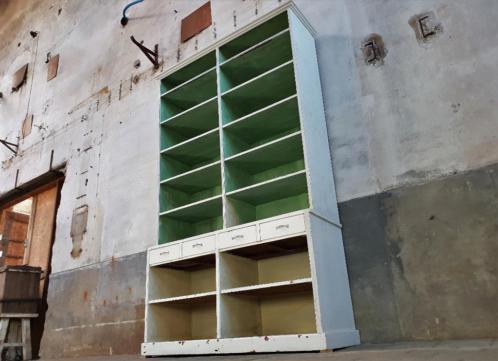 Antieke Winkel Kast | Vintage Houten Wandmeubel | Vakkenkast