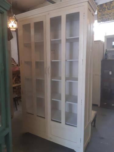 grote vitrinekast, grote servieskast , India kast, vintage