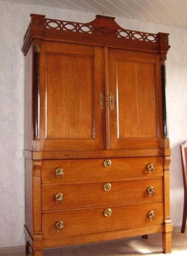Klein 205cm eiken empire kabinet hekjeskabinet