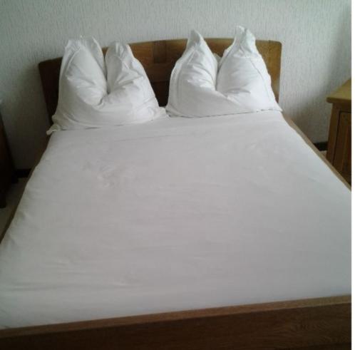 Antiek eiken bed incl. nachtkastje