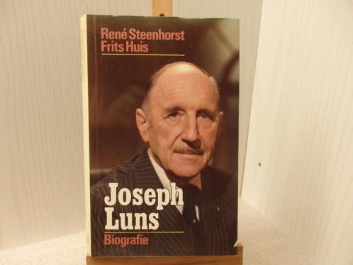 Jozeph Luns - Biografie door René Steenhorst en Frits Huis.
