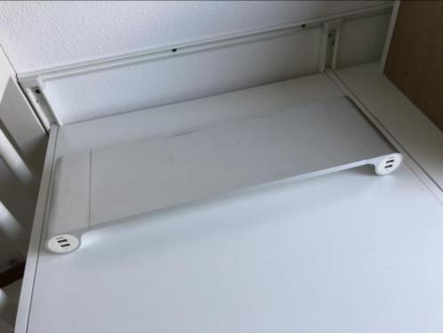 Quirky spacebar monitor stand voor iMac
