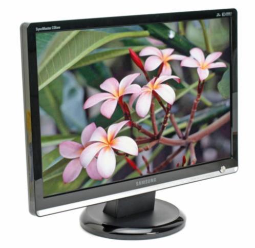 3 samsung Syncmaster 226BW monitoren