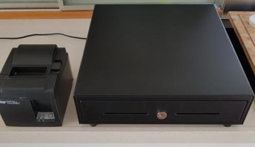Kassalade en bonprinter, pinautomaat, barcodescanner.