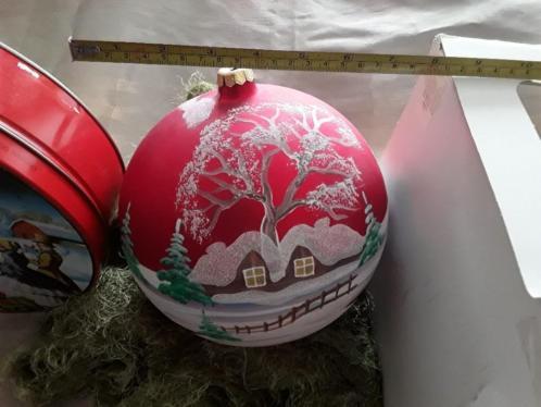 Gigantisch grote kerstbal handgeschilderd