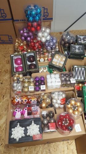 Partij 2 230 dozen kerstballen