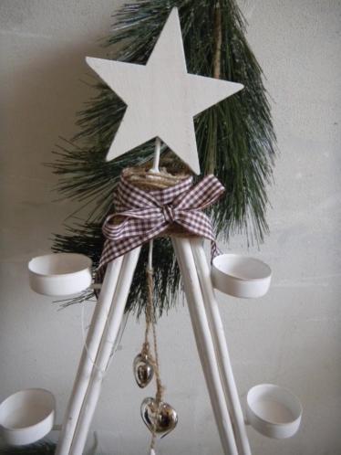 witte kerstboom met 6 waxinelichthouders 2 hartjes