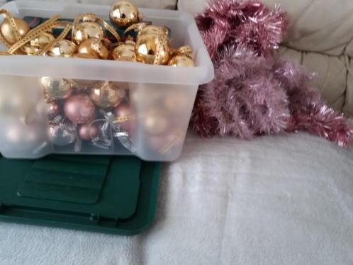 Kerstballen in 1 koop 12.50 goud en roze