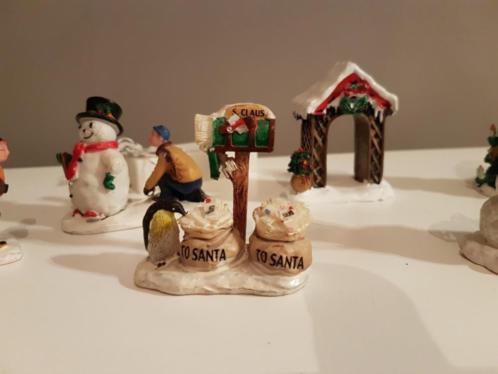 Verschillende kerst figuren van Lemax kerstdorp