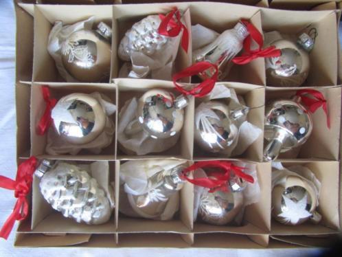 Oude kerstbal ornament in doos 24 stuks