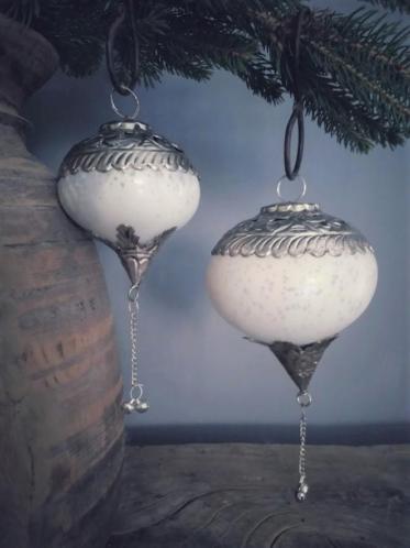 Wit zilveren kerstbal van glas (verschillende afmetingen)