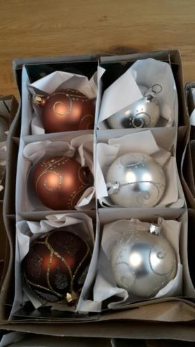 Mooie set kerstballen in bruine kleuren