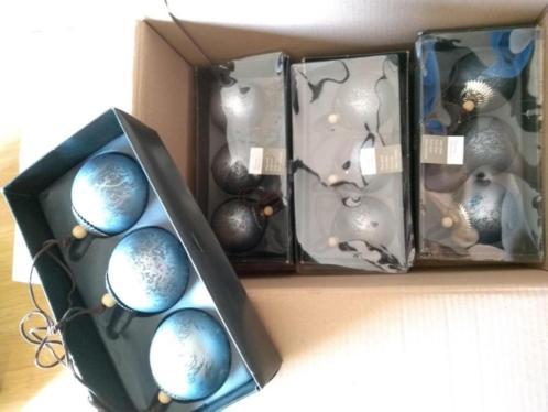 Kerstdecoratie kerstballen blauw wit